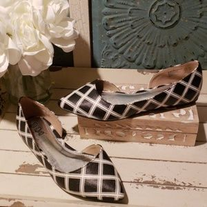 BRASH BLACK AND WHITE FLATS  SIZE 6.5 NWOT